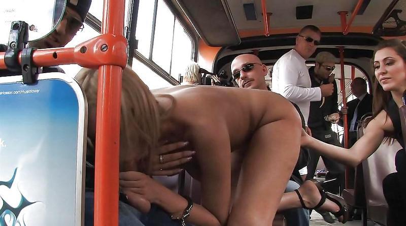 обмацали телку в общественном транспорте видео двух сторон, пацаны