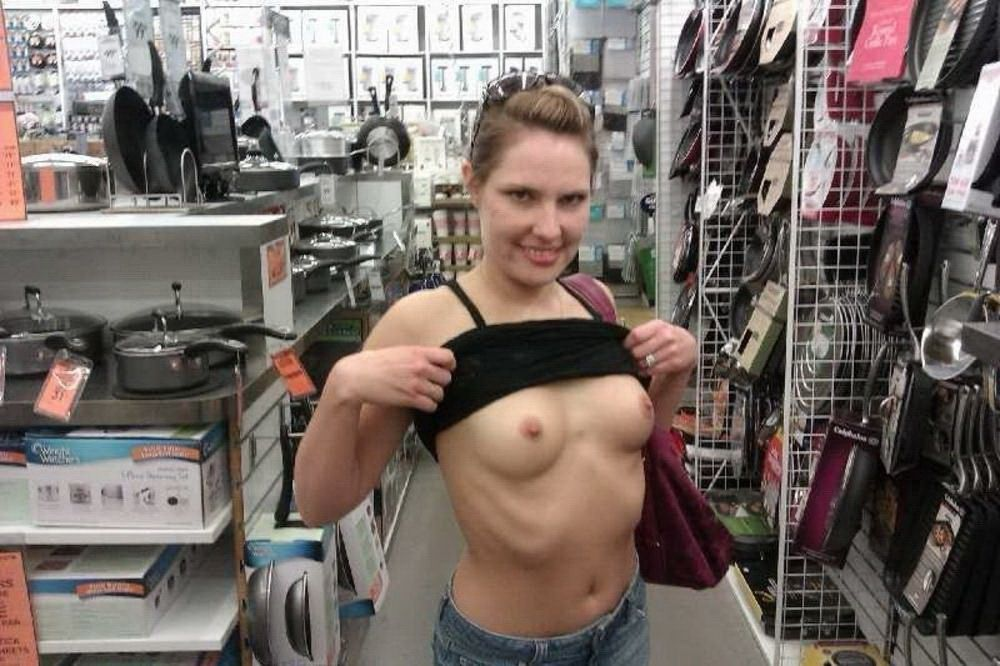 Erotic surprize in a store